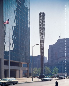 Claes Oldenburg and Coosje Van Bruggen,  Bat Column Chicago, 1977